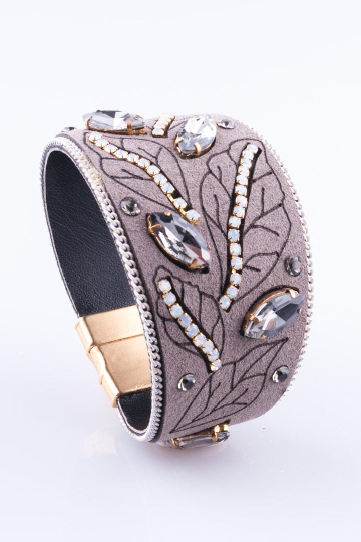 pulseira de camurça cinza com strass