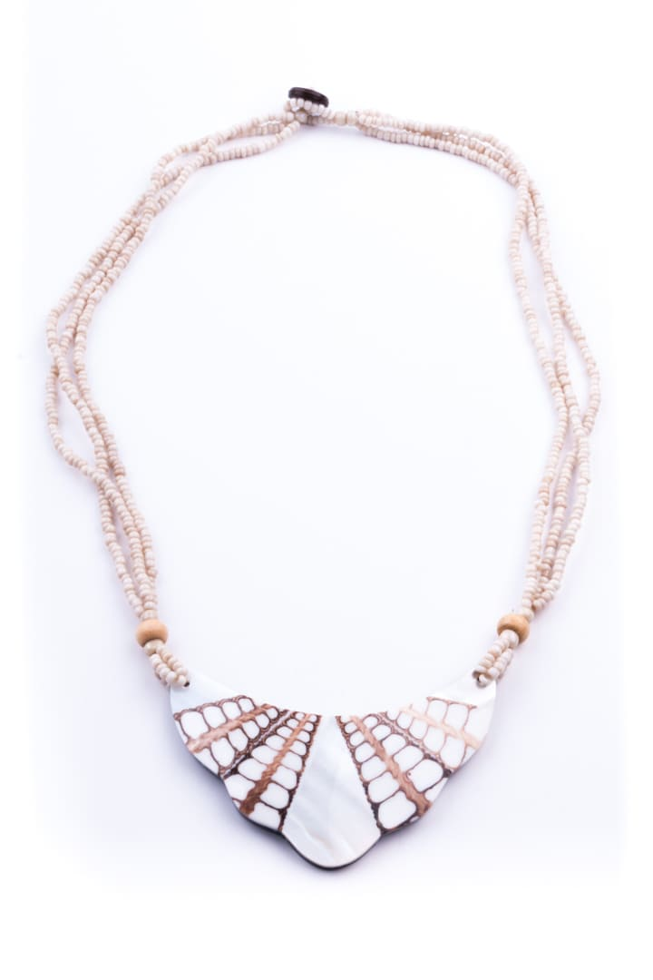 43b0d66deb2d4 Woman Necklace, Shell Collection Mother of Pearl Small Half Moon White