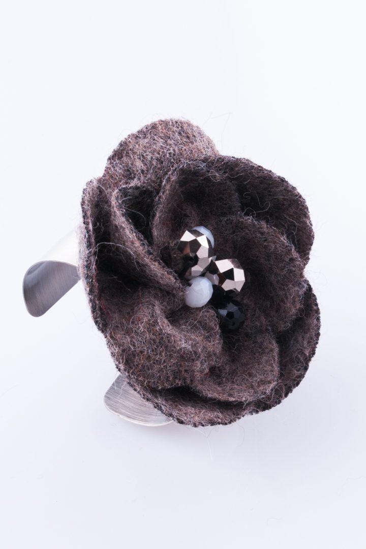 Pulseira de Mulher Bracelete Flor de Feltro Cinza