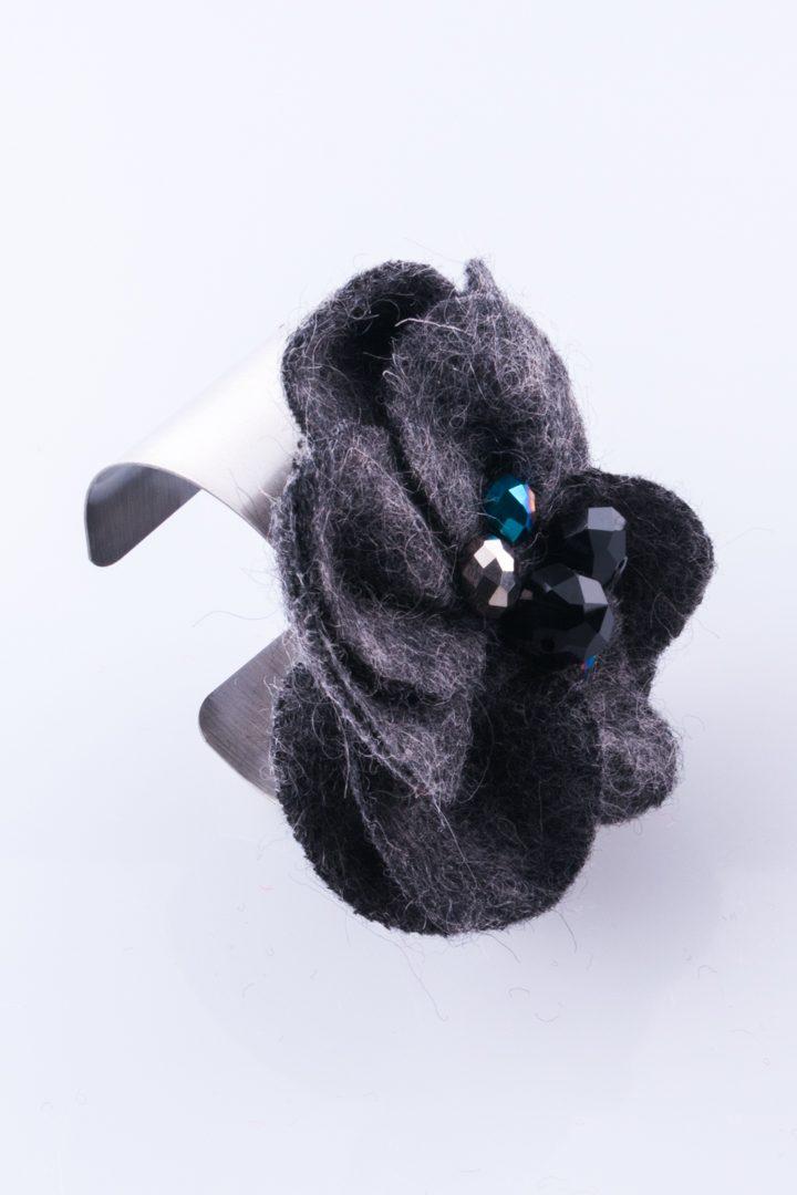 Pulseira de Mulher Bracelete Flor de Feltro Preto